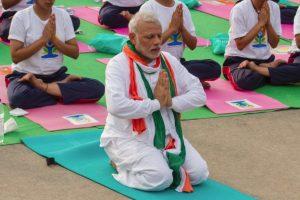 प्रधानमंत्री नरेंद्र मोदी योगा