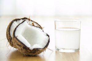 नारियल पानी गोरा होने के लिए