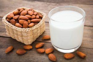 बादाम दूध फायदे almond badam milk benefits in hindi