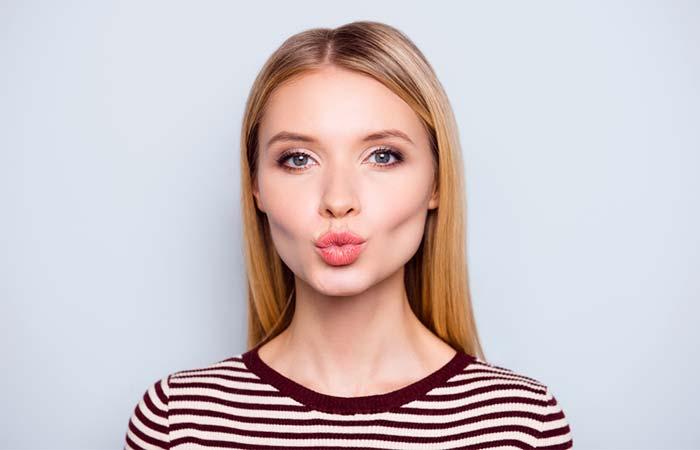 होंठ खींचना