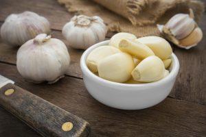 बालों में लहसुन फायदे garlic for hair in hindi