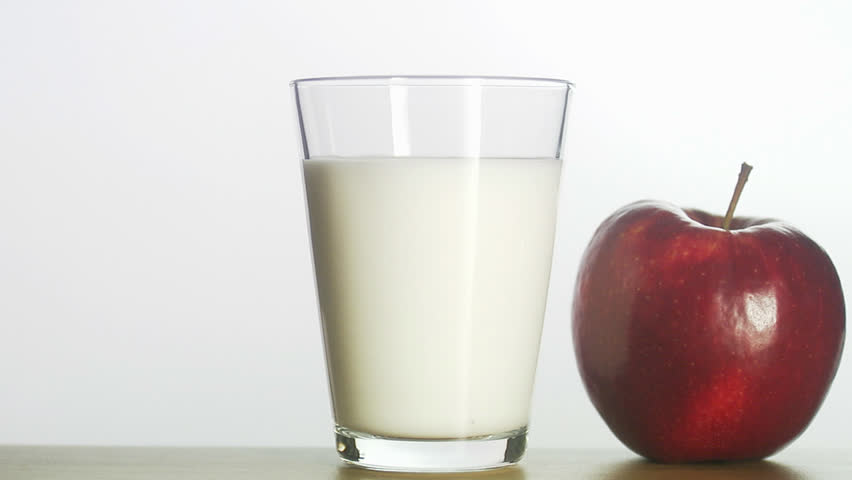 apple and milk in hindi