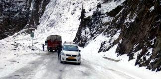 जम्मू कश्मीर में बर्फ़बारी