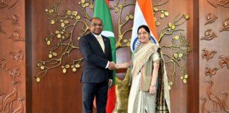 भारत की विदेश मन्त्री सुषमा स्वराज और मालदीव के विदेश मंत्री अब्दुल्ला शाहिद