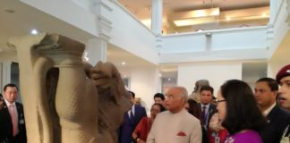 वियतनाम के मंदिर में राष्ट्रपति राम नाथ कोविंद