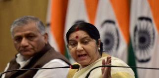भारतीय विदेश मंत्री सुषमा स्वराज और समकक्षी वांग यी