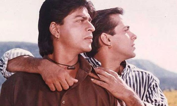 """शाहरुख़ खान और सलमान खान ने """"करण अर्जुन"""" साथ देखकर की खूबसूरत यादें ताज़ा"""