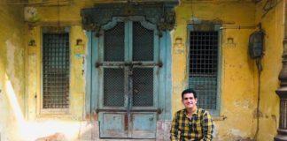 नरेंद्र मोदी की बायोपिक के लिए निर्देशक ओमंग कुमार ने किया उन गलियों का दौरा जहाँ पीएम ने अपना बचपन गुज़ारा था