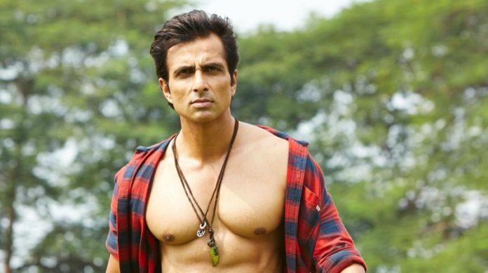 सिम्बा के अभिनेता सोनू सूद ने फिल्म की सफलता के बाद अपने माता-पिता के नाम लिखी एक भावुक सी चिट्ठी