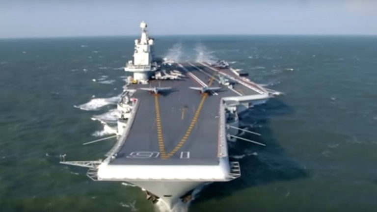 अमेरिका को चुनौती देने के लिए चीन चार एयरक्राफ्ट के निर्माण की बना रहा योजना