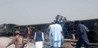पाकिस्तान की ट्रैन में आतंकी हमला