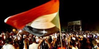 सूडानी प्रदर्शनकारी
