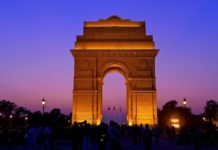 india gate essay in hindi