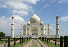 taj mahal essay in hindi