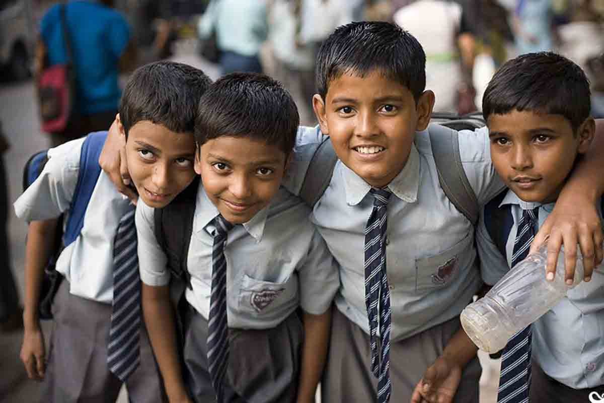 essay on school life in hindi