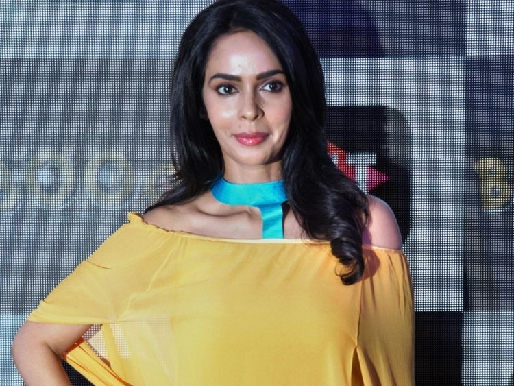 Mallika Sherawat biography in hindi