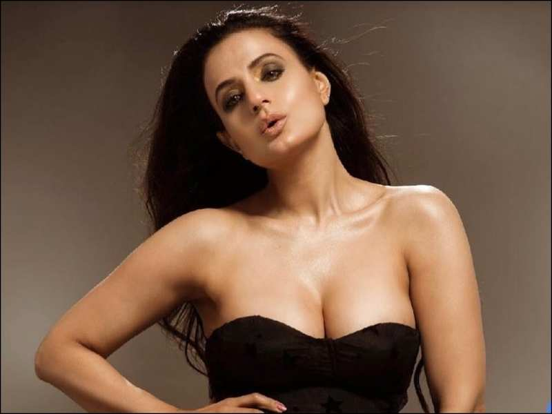 ameesha patel biography in hindi