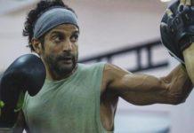 फरहान अख्तर ने अपनी फिल्म 'तूफ़ान' के सेट से साझा की एक तस्वीर