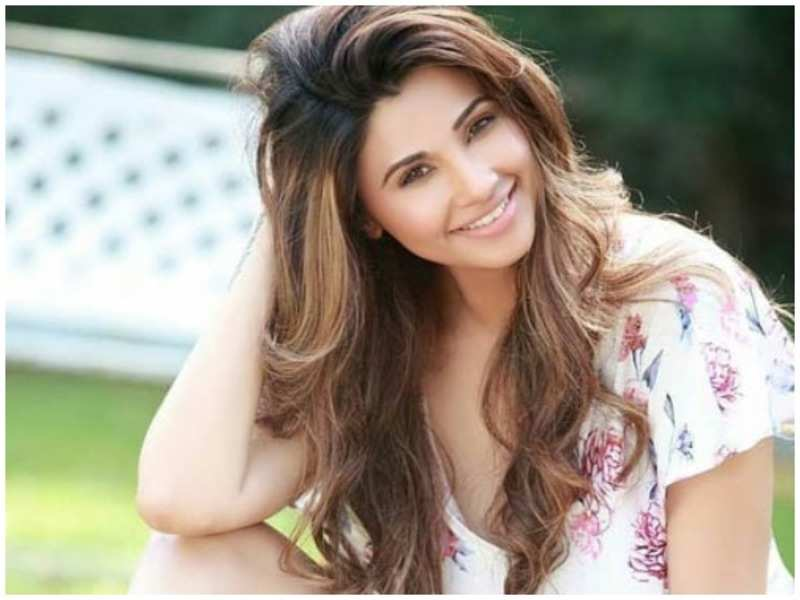 Daisy Shah biography in hindi